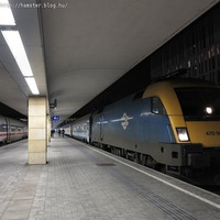 Esti csúcsforgalom a Westbahnhofon