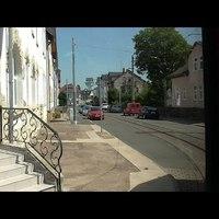 Nem egyszerű a kis utcákban kanyargó villamos élete :)