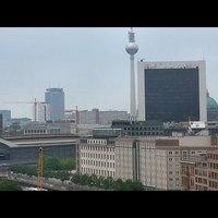 Szünetjelzés helyett: egy perc Berlin (+bonus track)