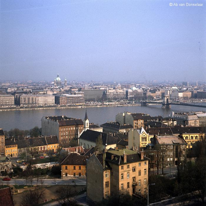 Budapest_Kettenbrucke_19790409_AvD.jpg