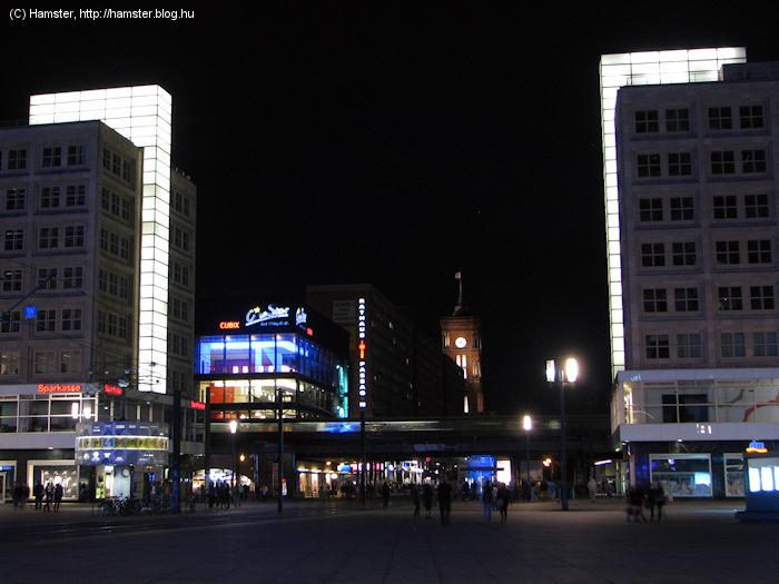 Alexanderplatz_Alex_es_Berolina_2012.jpg
