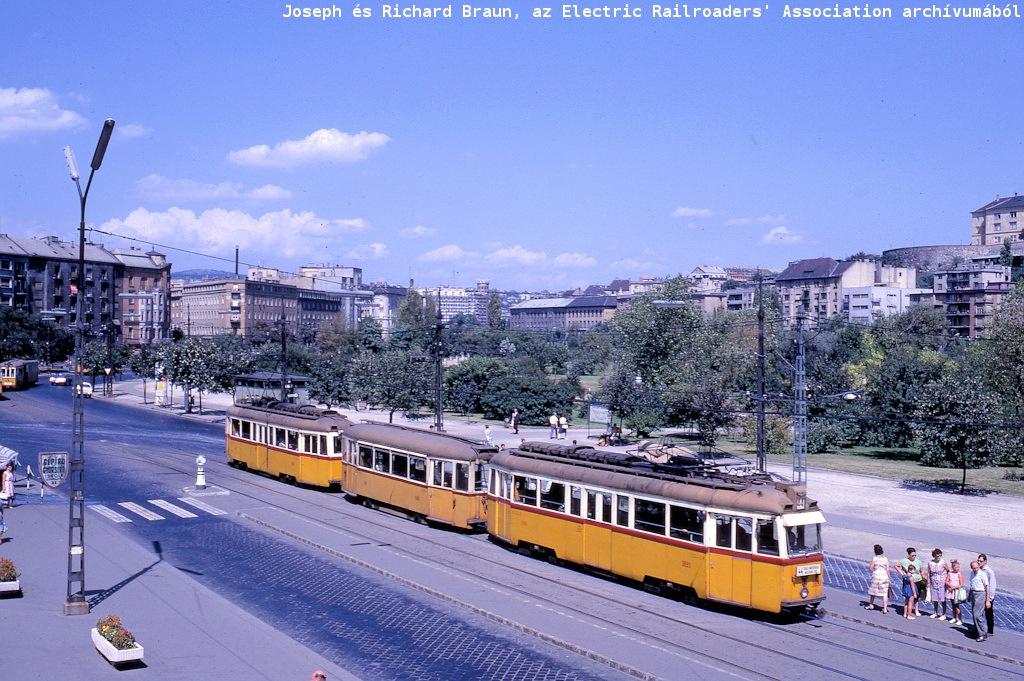 budapest_37_aug_17_1967_krisztina_korut_fromsouth_station.jpg