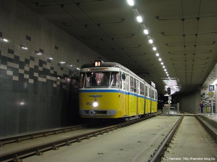 Fővám tér, a 2-es villamos megállója
