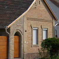 A kedvenc tápéi kerítés és ház