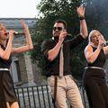 Boldog gyerekek és mezítlábas beatboxer a Budai Várban