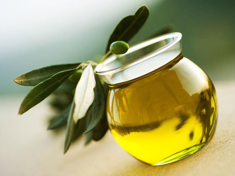 l-huile-d-olive-un-secret-anti-age.jpg