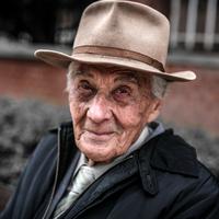 Exkluzív interjú a közösségi médiát aktívan használó 102 éves Feri bácsival, családról, életről