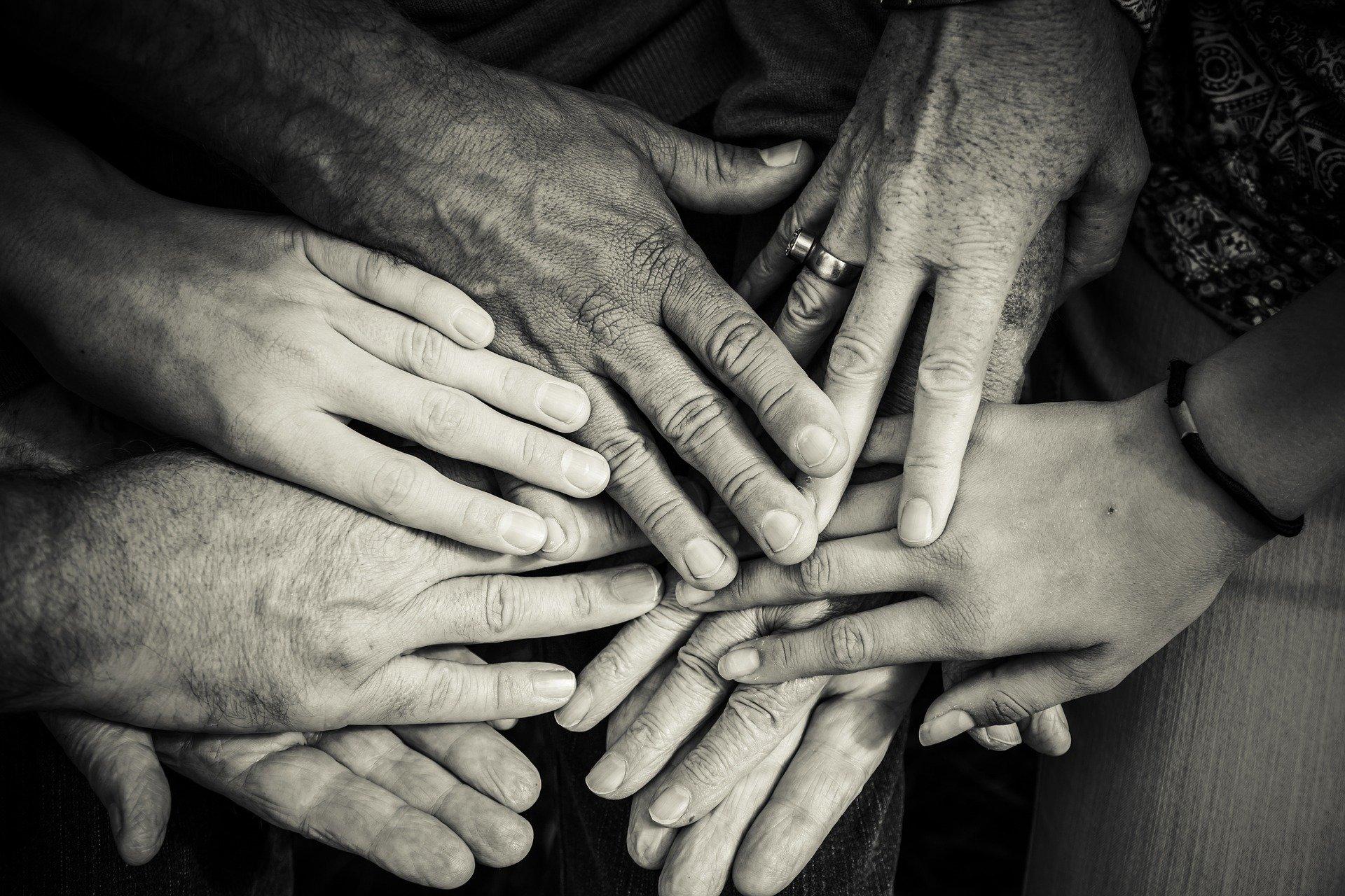 hands-4114905_1920.jpg