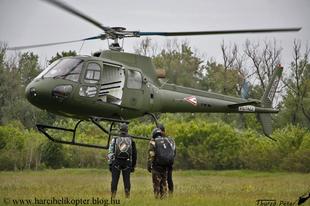Ejtőernyős ugrás AS-350B helikopterből - 2019.05.07. (Magyar Honvédség ejtőernyős válogatott felkészülése)