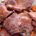 Ebéd vasárnapra: szaftos hús szaftos zöldségekkel és egy kis mazsolával