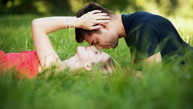 Elégedetten a párkapcsolatban – mitől függ? mitől leszünk elégedettek?