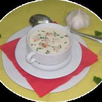 Joghurtos-szalámis fokhagymakrémleves