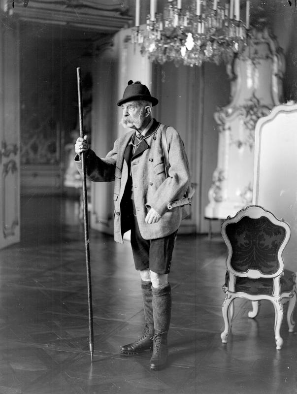 wenzl_weis_kaiser_franz_joseph_i_mit_bergstock_1910.jpg