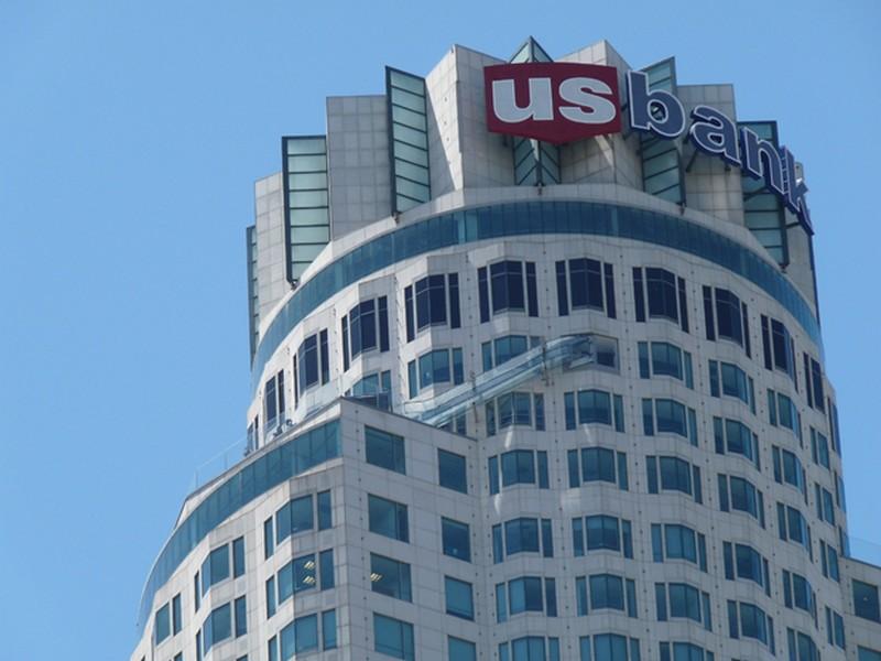 US Bank Torony a csúszdával az oldalán