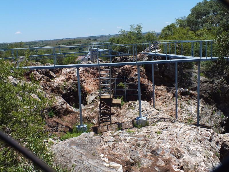 ősembercsont lelőhely a Sterkfontein barlangnál.JPG