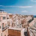 Búcsú Máltától betonszörnyekkel és szúnyogokkal