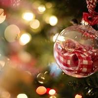 Karácsonyi furcsa kettősség