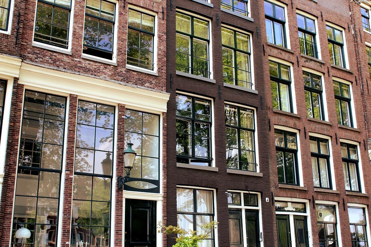 hollandia_amszterdam_ablak_foto_pixabay_com_baillif.jpg