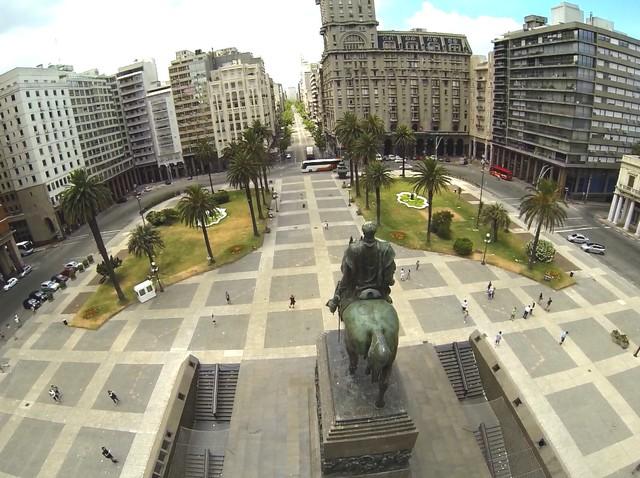 Montevideo egyik terén.jpg