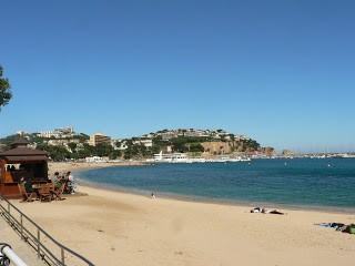 St Feliu-i playa, még szezon előtt és a chiringito KICSI.jpg