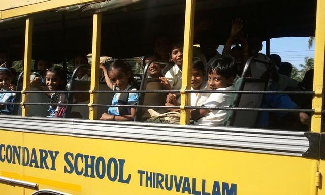 Tömött iskolabusz.jpg