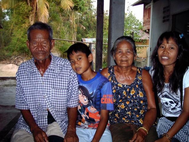 Thaiföld család.JPG