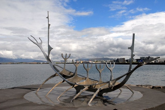 Viking letelepedők emlékműve Reykjavikban.jpg