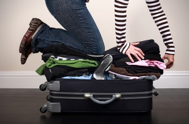 bőrönd nő térdel_5.jpg