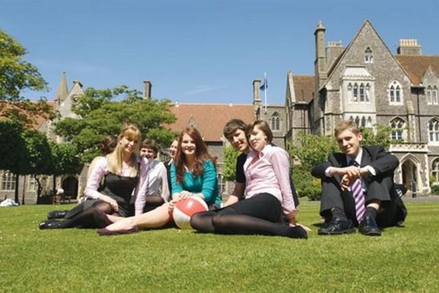egyetemisták Anglia.jpg