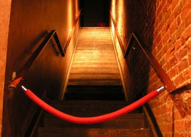 night club lezárt bejárat.jpg