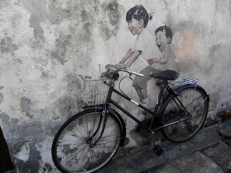 penang_utcai_festmeny_little_children_on_a_bicycle.jpg