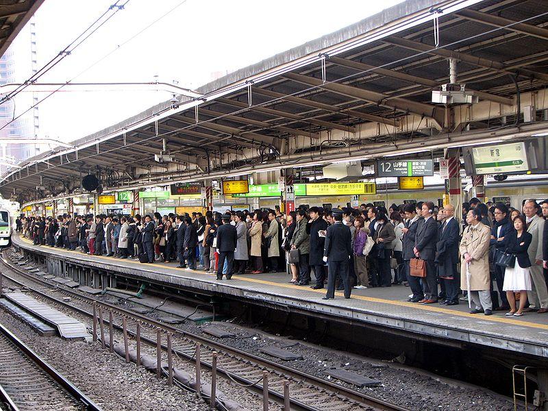 800px-rush_hour_at_shinjuku_04.JPG