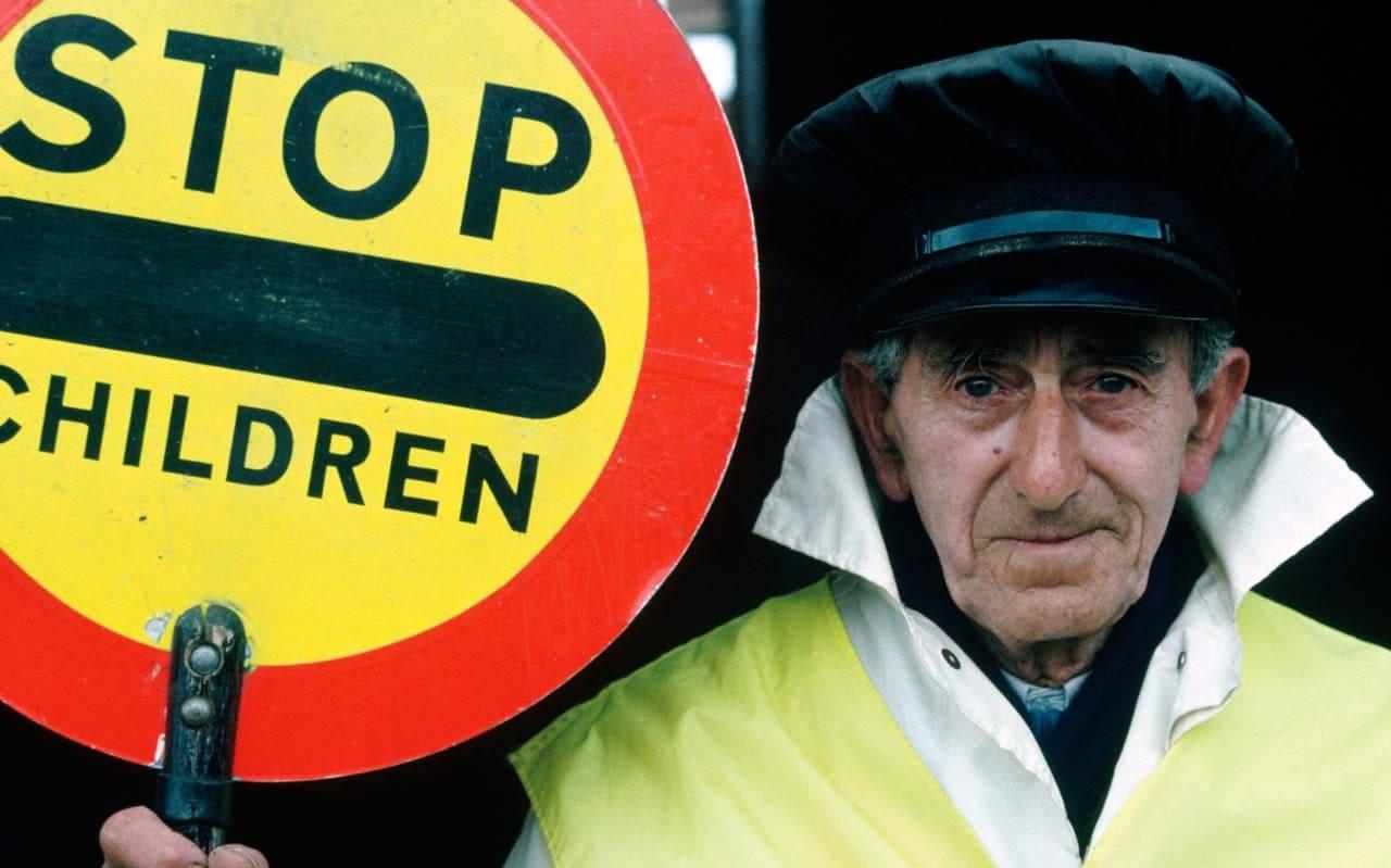 bk0jyt_wwwalamycom_portrait-of-an-elderly-lollipop-man-location-liverpool-england-xlarge_trans_nvbqzqnjv4bq_9ii4drdyoi1jgu_0ucxxdxq8kstv62ing9dvin6wei.jpg