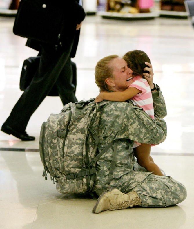 cool-powerful-photos-soldier-daughter-669x789.jpg