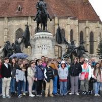 Mátyás király szobra és a Szent Mihály templom