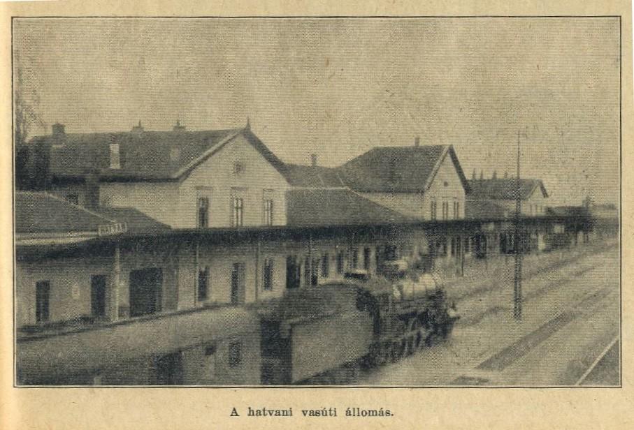 Az 1944. szeptember 20-án lebombázott régi hatvani vasútállomás felvételi épülete.