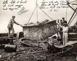 Az SMS Wien egy darabjának kiemelése (1925)<br />(forrás: marina.difesa.it)