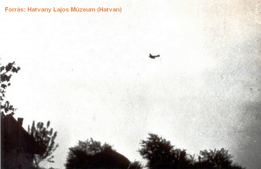 Amerikai repülő Újhatvan felett.