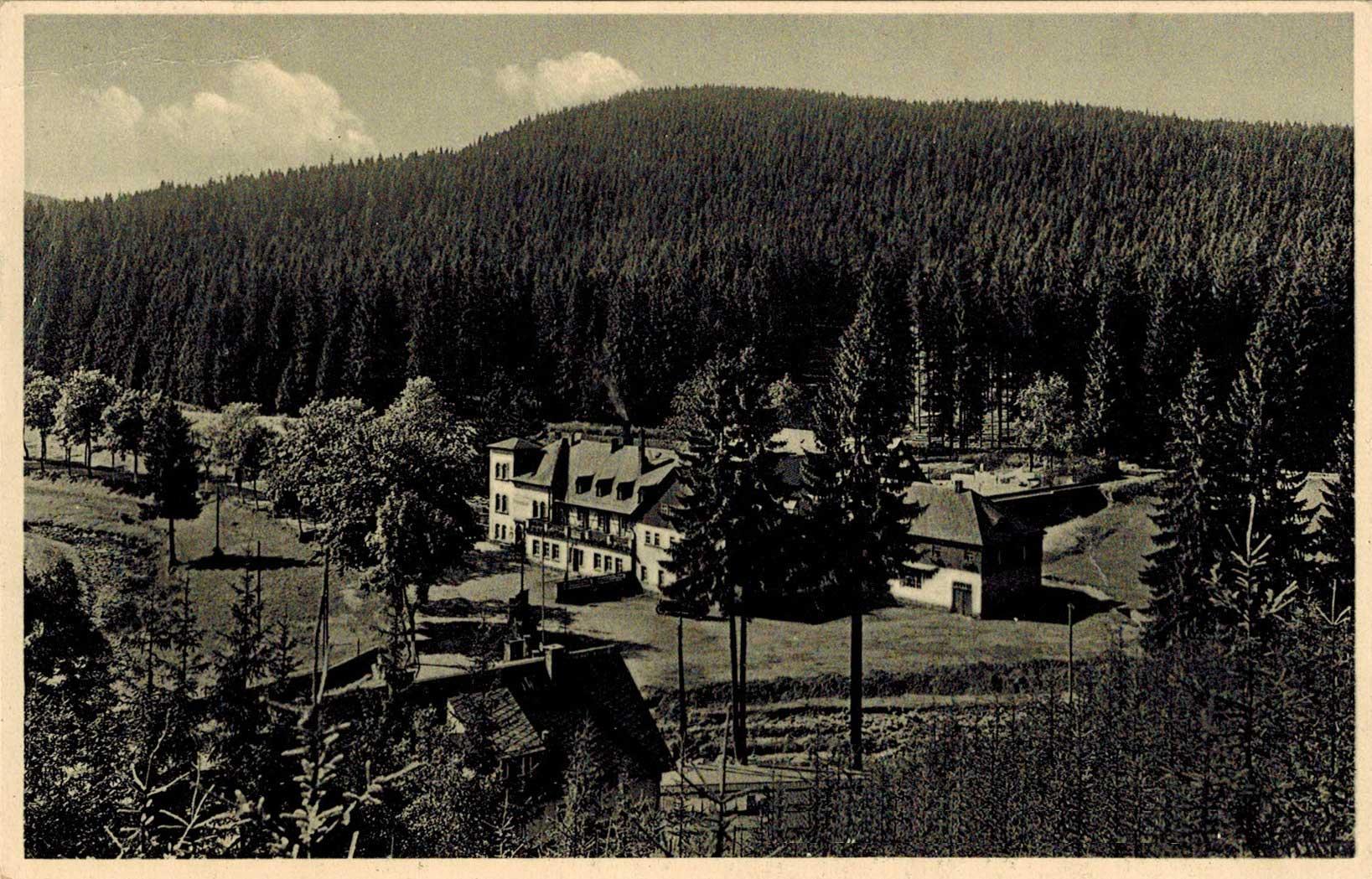 1934, a bal alsó sarok fenyői mögül kandikál ki a Ház teteje