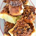 Lenyűgözően finom fahéjas csigák, ragacsos, mogyorós karamellszósszal