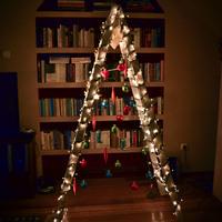 A karácsonyfa lehet műtárgy! Csináld az idén öreg létrából!
