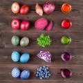 Tojásfestés vegyszermentesen, természetes színezőkkel