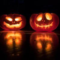 Lépcsőházi dekorációs ötletek Halloweenre