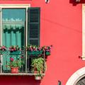 5 egyszerű lépés vezet a virágokban pompázó erkélyhez