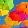 Filmes játék az esernyők egész hadával