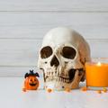 Hajmeresztő halloweeni dekorációk akár a lépcsőházba is!