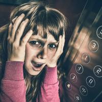 Segítség, valaki beszorult a liftbe!