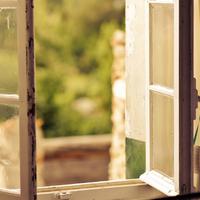 Lépcsőházi ablakháború, avagy nyitva vagy csukva kell lennie?