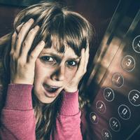 Mit tegyek beragadtam a liftbe?!