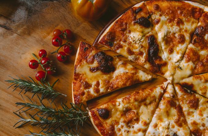 pizza_rendeles_kiszallitas_futar_borravalo_illemszabaly_kiszallito_pizzafutar_4.jpg